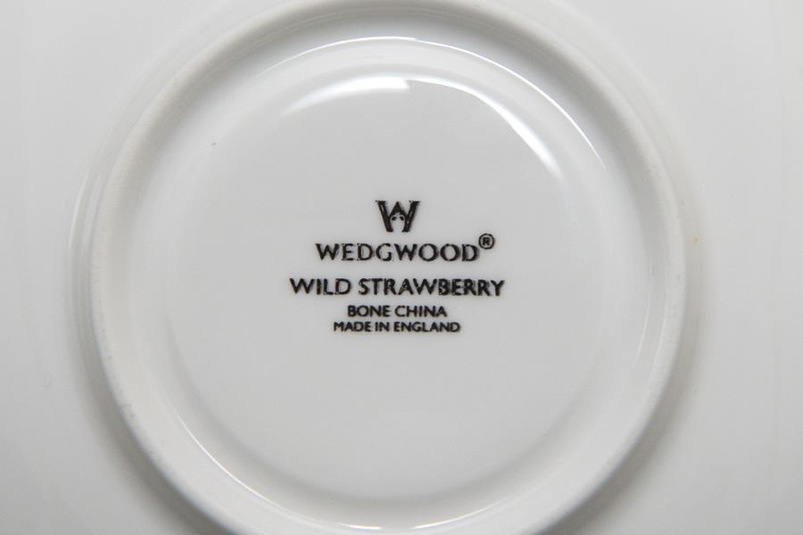 ウェッジウッド ワイルドストロベリー ティーカップ&ソーサー(ヴィクトリア)