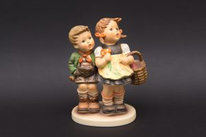 ゲーベル フンメル人形 『To Market(市場に)』