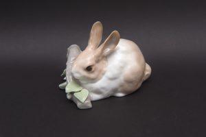 リヤドロ フィギュリン 『RABBIT EATING(食べるウサギ)』