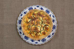 ズッキーニとベーコンとポテトのキッシュとブルーコロネル