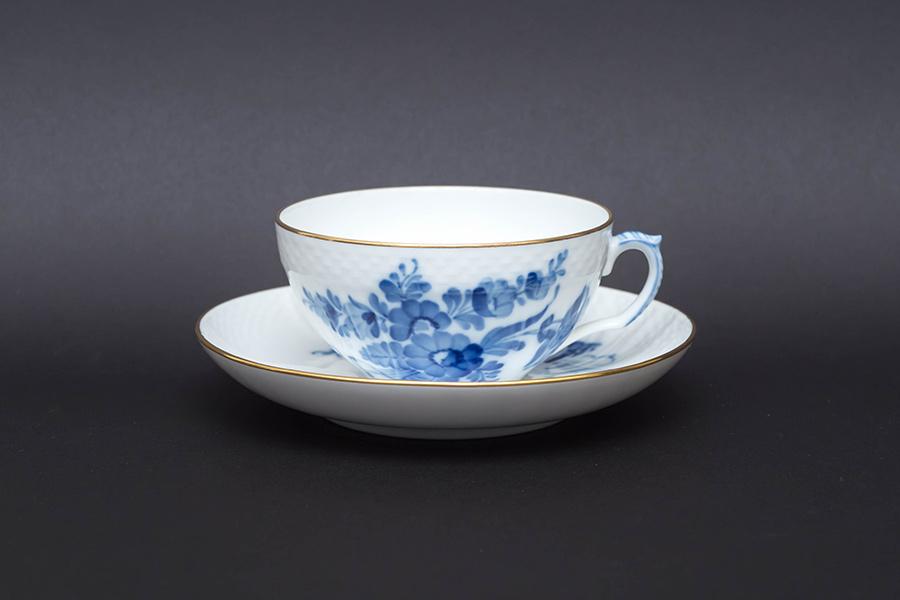 ロイヤル・コペンハーゲン ブルーフラワーカーブ ティーカップ&ソーサー(金彩)