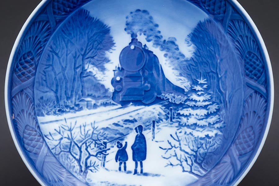 ロイヤル・コペンハーゲン イヤープレート(1973年)『Going Home For Christmas(クリスマスの帰省)』