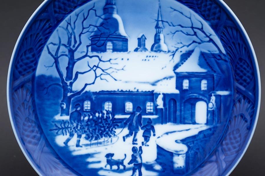 ロイヤル・コペンハーゲン イヤープレート(1995年)『Chrismas at the Manor House(マナーハウスでのクリスマス)』
