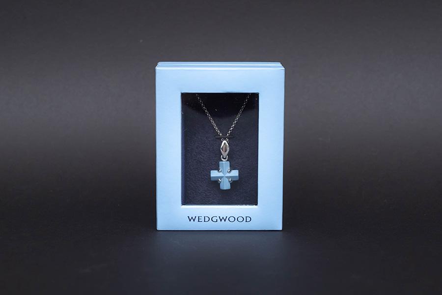 ウェッジウッド ジャスパー(ペールブルー) クロス ネックレス