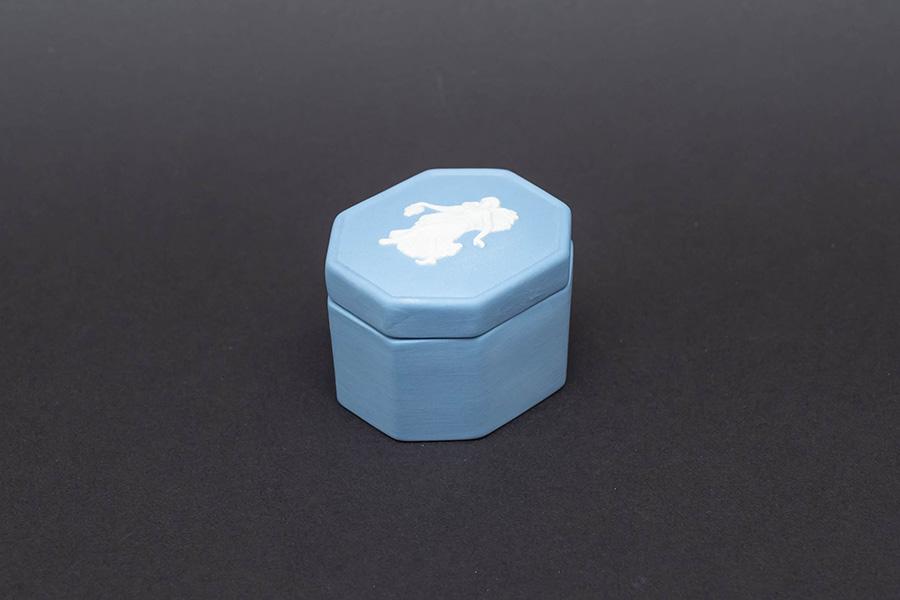 ウェッジウッド ジャスパー(ペールブルー) フローラルガール オクタゴナルボックス