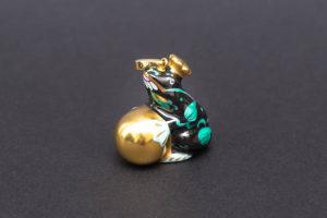 ヘレンド 西安の黒 カエルの王様 ペンダントトップ