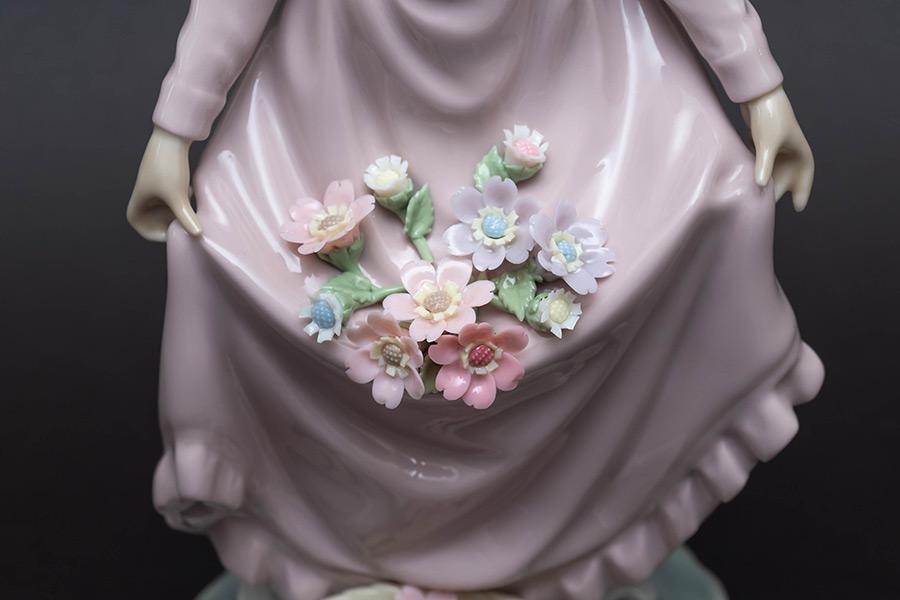 リヤドロ フィギュリン『Flowers in the Basket』