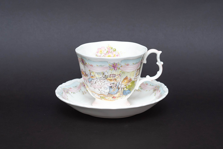 ロイヤル・ドルトン ブランブリーヘッジ ウェディング ティーカップ&ソーサー