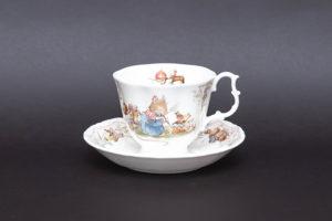 ロイヤル・ドルトン ブランブリーヘッジ バースデー ティーカップ&ソーサー