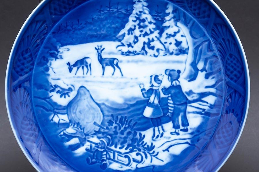 ロイヤル・コペンハーゲン イヤープレート『Winter in the Forest(冬の森)』(2002年)