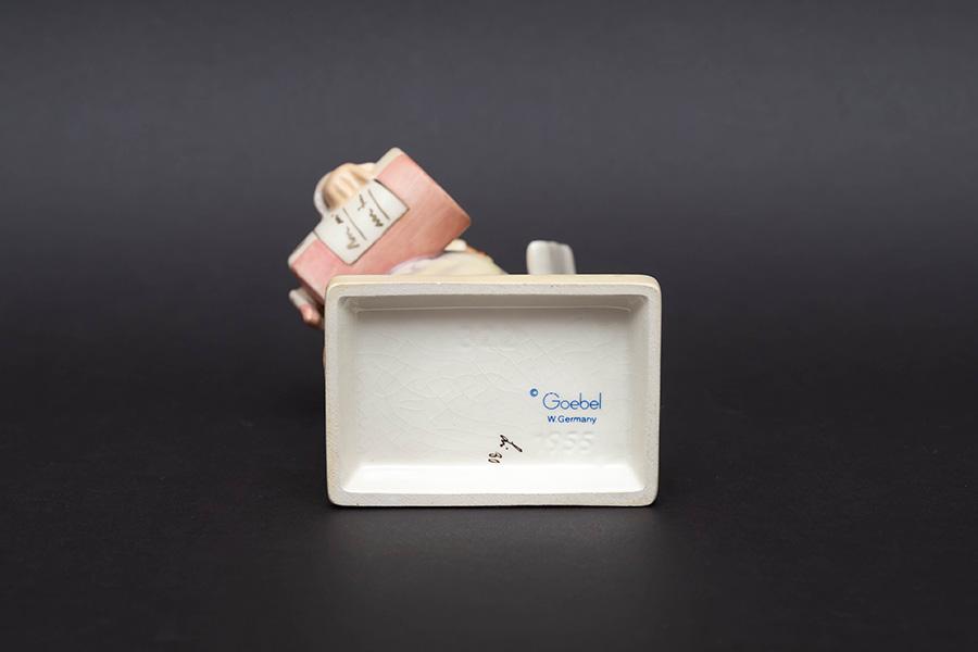 ゲーベル フンメル人形 『Little Pharmacist(小さな薬剤師)』