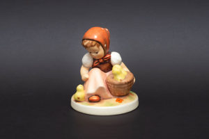 ゲーベル フンメル人形 『Chick Girl(ひよこと女の子)』