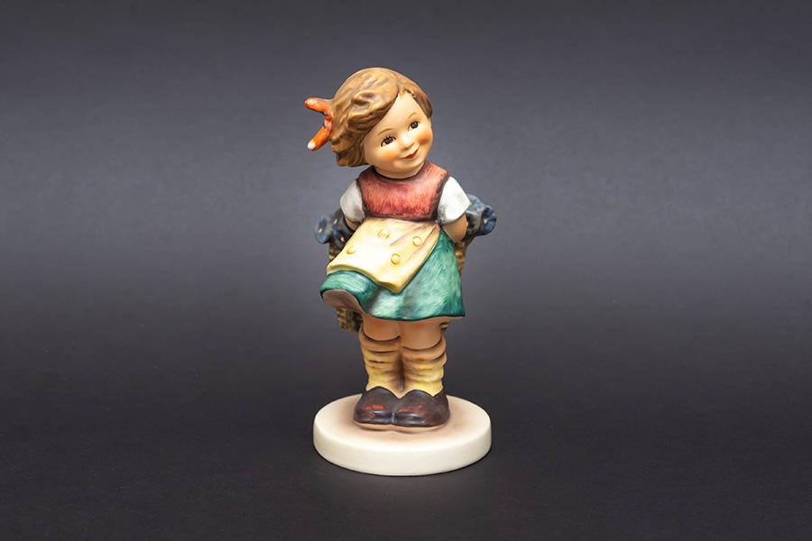 ゲーベル フンメル人形 『Bashful(恥ずかしがり屋さん)』