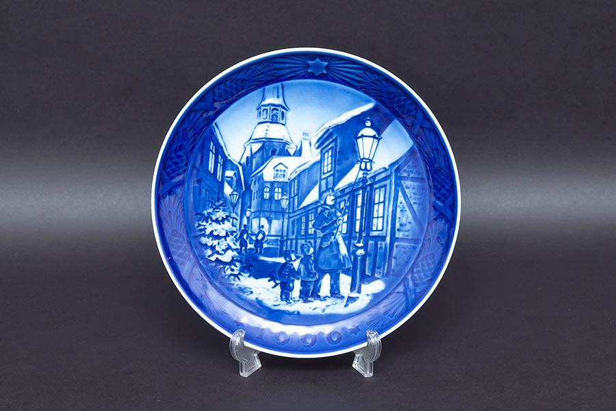 ロイヤル・コペンハーゲン イヤープレート(1996年)『Lighting the Street Lamps(街灯をともす頃)』