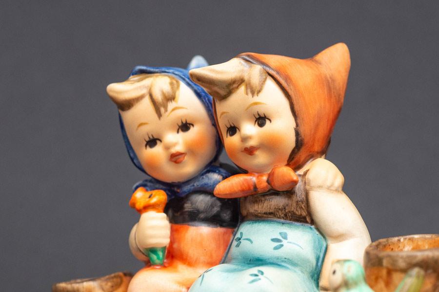 ゲーベル フンメル人形 『Coquettes(コケティッシュ)』