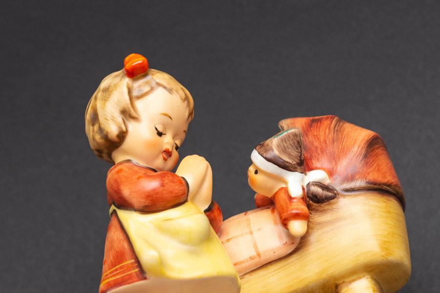 ゲーベル フンメル人形 『Doll Mother(お人形さんのお母さん)』