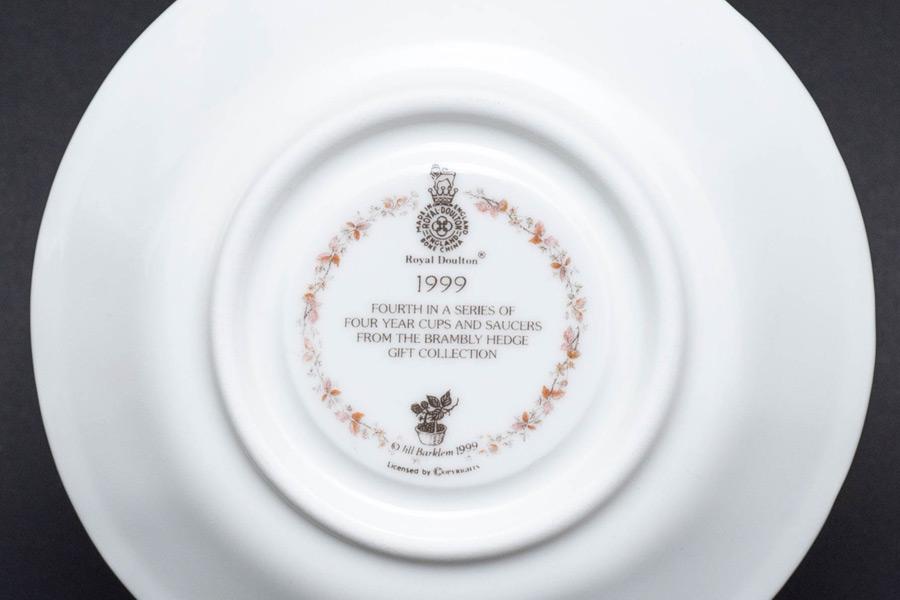ロイヤル・ドルトン ブランブリーヘッジ イヤーカップ&ソーサー(1999年)