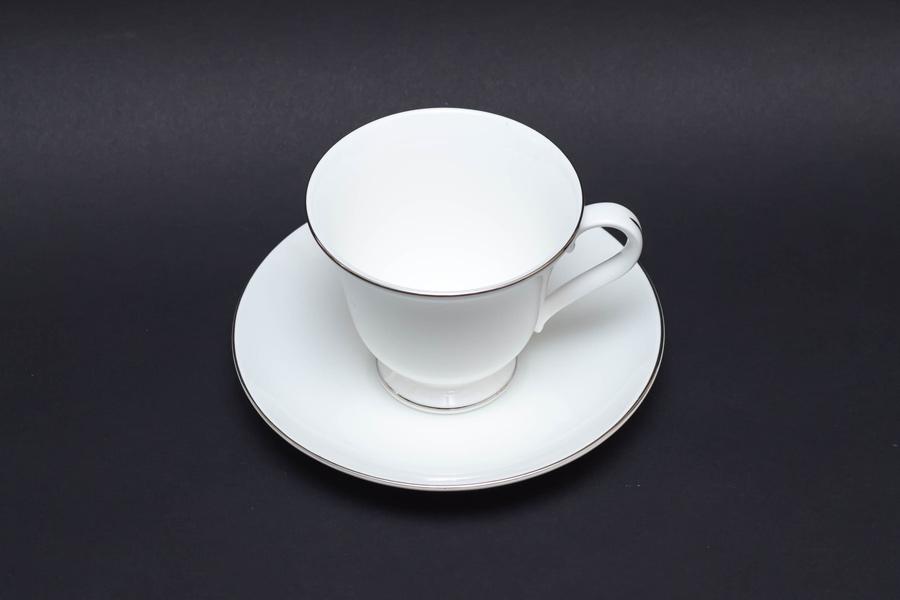 ウェッジウッド シグネットプラチナ ティーカップ&ソーサー(ヴィクトリア)